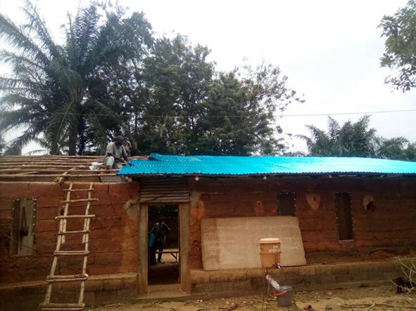Été 2020 : Nouvelle toiture pour la Maison des Jeunes de Hlodo