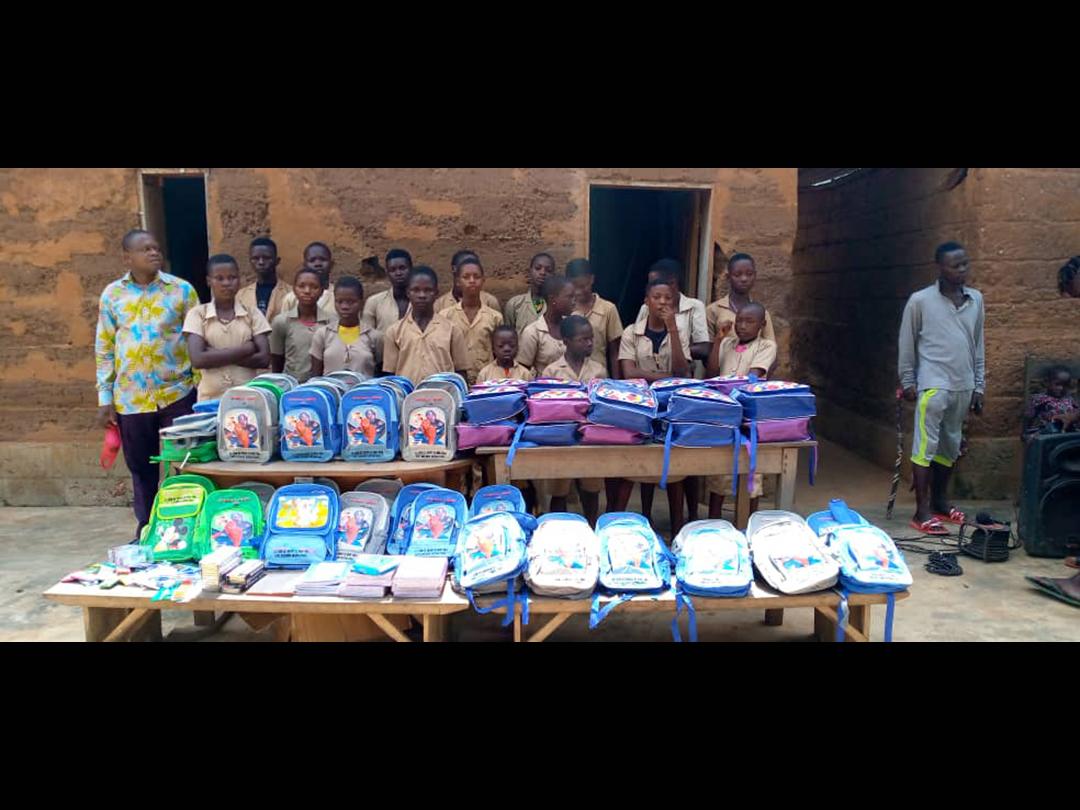 Oct 2020 : Distribution des kits scolaires à Hlodo